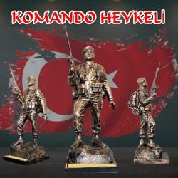 Çantalı Komando Heykeli